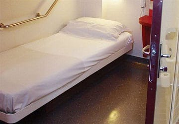 brittany_ferries_bretagne_inside_2_bed_wheelchair_cabin