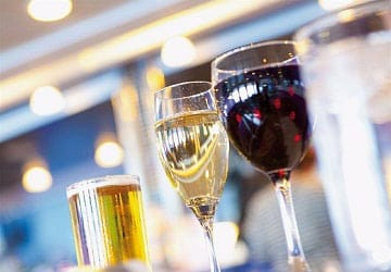 brittany_ferries_normandie_vitesse_drinks_in_front_of_the_bar